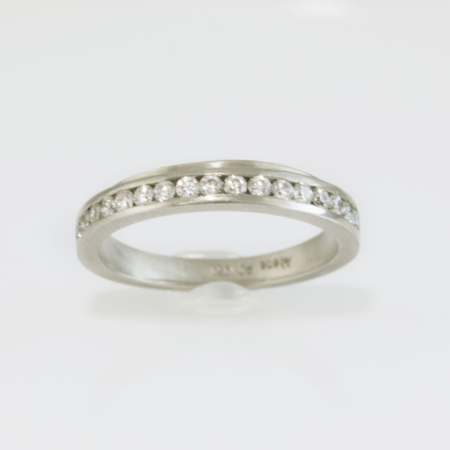 channel-set-diamond-wedding-ring