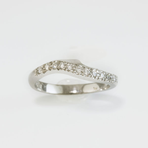 fitted diamond wedding ring