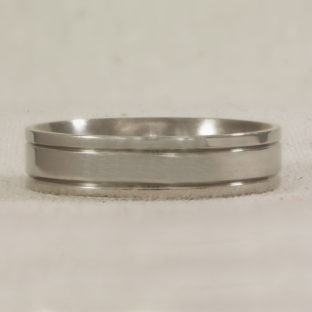 Flat band with track lines engraved each side