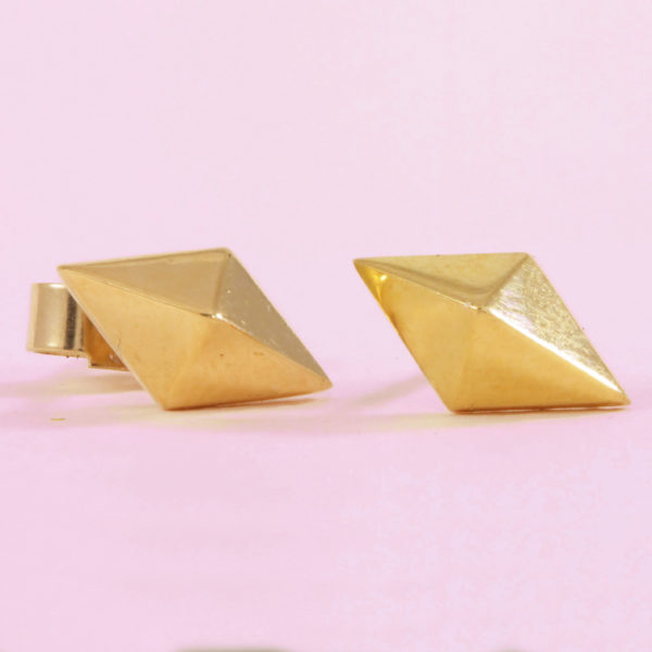 9k gold kite stud earrings